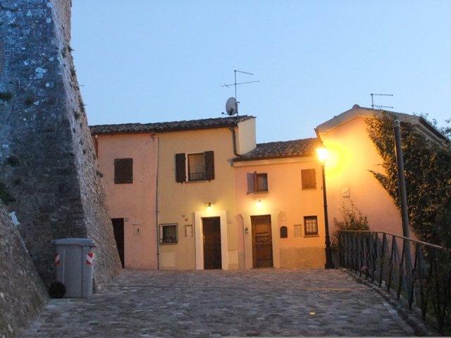 ➡️ Turismo lento: burgos de Montefiore del Conca e de Verucchio, Emília-Romanha