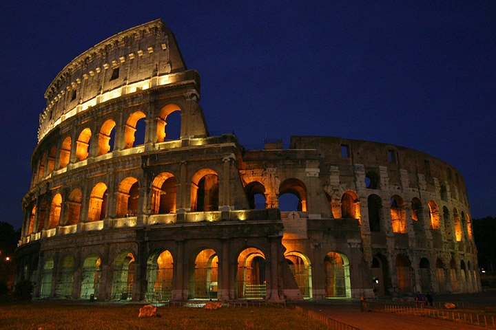 História do anfiteatro romano e do Coliseu de Roma