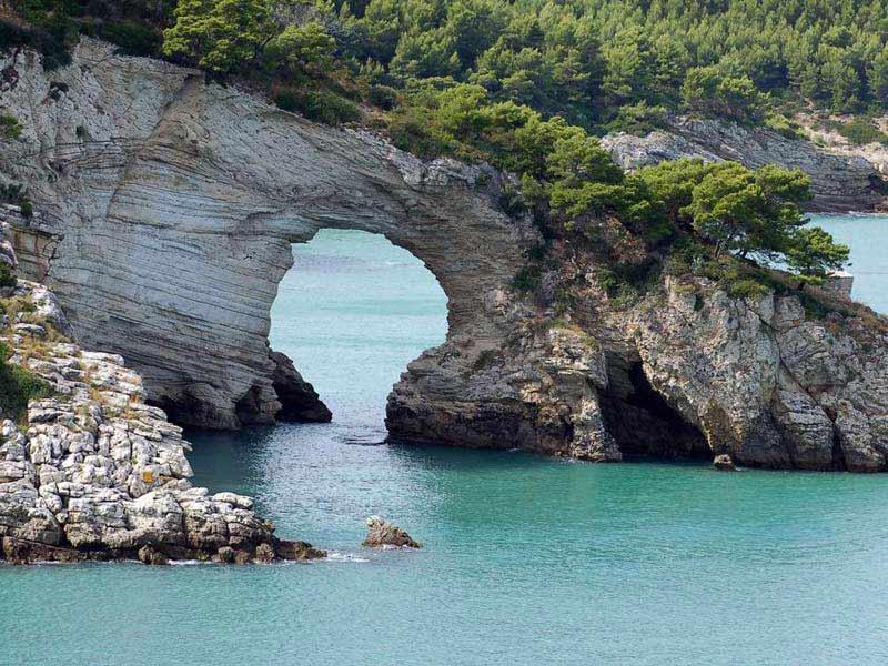 Arco de San Felice, Parco Nacional do Gargano, Puglia. Foto: Italia.it